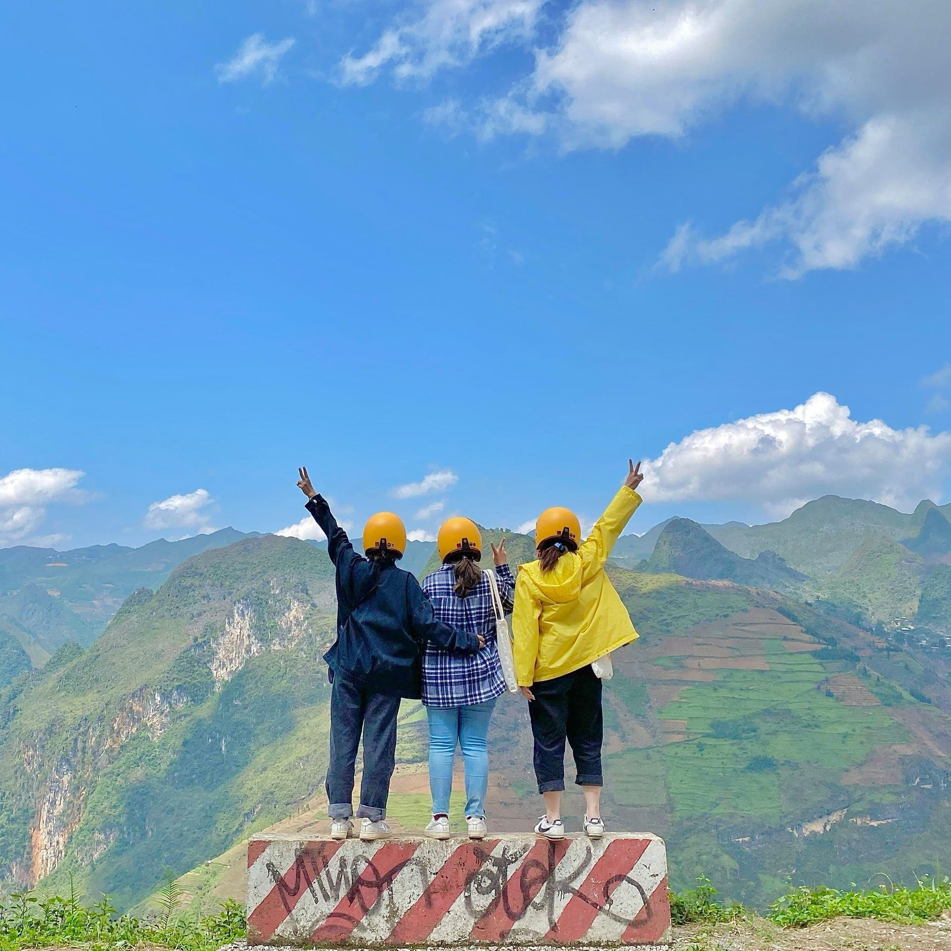 Ngưỡng mộ tình bạn của 3 cô bạn trẻ, hết dịch tụi mình cũng làm chuyến đi Hà Giang nhé