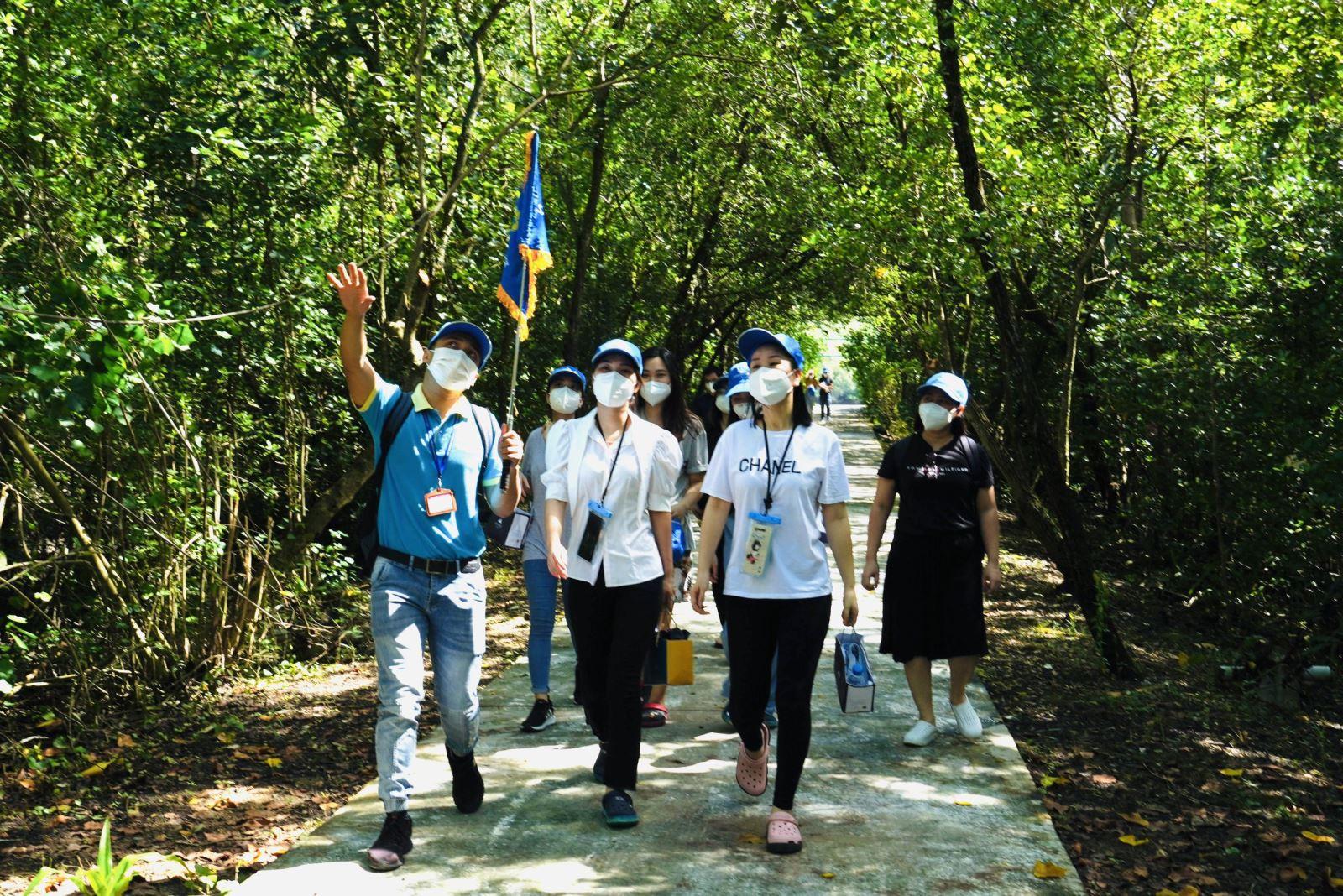 """Tour du lịch khép kín – giải pháp khôi phục du lịch nội địa an toàn trong thời kỳ """"bình thường mới"""""""